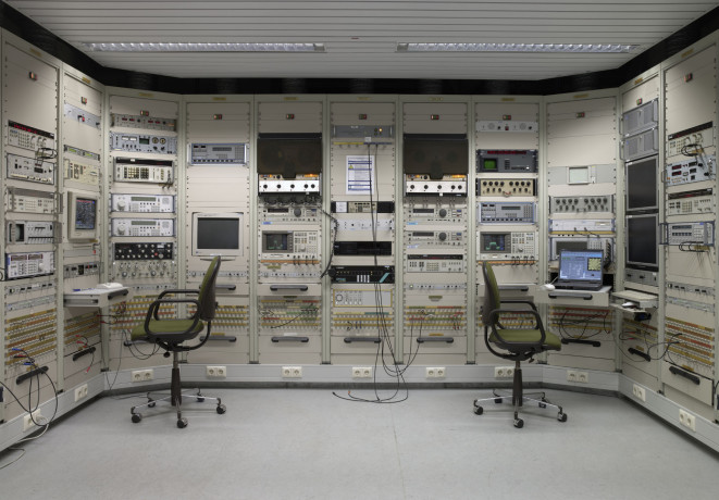 Part of the BND's (Federal Intelligence Service) technical facilities outside Pullach. The technology is outdated and the room is hardly in operation any more. | © Bundesnachrichtendienst, Martin Lukas Kim