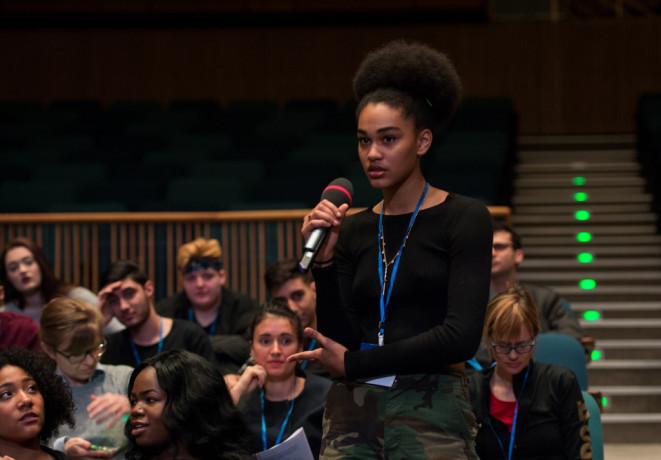 Transkulturelle Biographien und deutscher Alltag: Diskussion beim Schüler*innenkongress im Rahmen von Neue Expert*innen! am 9. März 2017 | Foto: Sebastian Bolesch